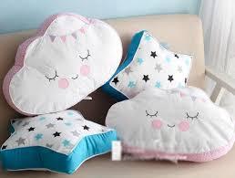coussin chambre fille bande dessinée sourire nuage étoiles coussin oreiller bébé calme