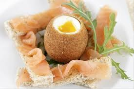 recette cuisine gastronomique recette de croustillant d oeuf de poulette mouillette au saumon