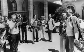 pets news tips u0026 guides glamour 15 vintage shots of the cannes film festival that capture the