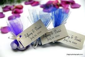 wedding gift on a budget inexpensive wedding favors cheap wedding giveaways