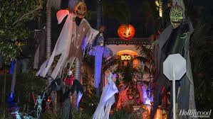halloween decorated houses best la homes with halloween decorations hollywood reporter