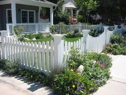 Fencing Ideas For Small Gardens Best 25 Yard Fencing Ideas Only On Pinterest Front Yard Fence