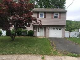 hud home nice 3 br split level home with an open floor plan