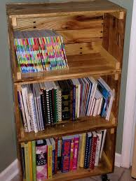 How To Build Your Own Bookshelf Diy Bookshelf Ideas With Pallet Wood Pallet Furniture Plans