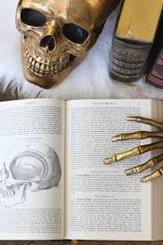 20 Elegant Halloween Decorating Ideas 20 Ways To Decorate For Halloween The House Of Silver Lining