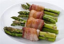 cuisiner asperge verte asperges vertes enroulées de bacon