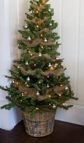 Decorate Christmas Tree With Burlap by Decorate A Christmas Tree With Burlap Christmas Lights Decoration