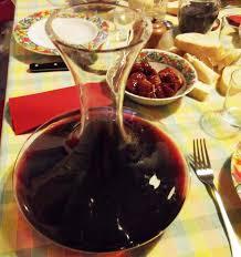 chambrer un vin décanter un vin est nécessaire pour éliminer les impuretés