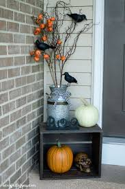 Scary Halloween Door Decorations by Best 25 Halloween Front Porches Ideas On Pinterest Halloween