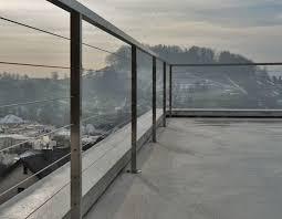 balkon gitter die besten 25 geländer balkon ideen auf bodenplatten