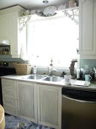 washing wood kitchen cabinets