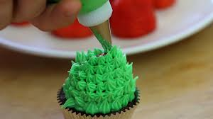 christmas tree cupcakes with chocolate and strawberries buona pappa