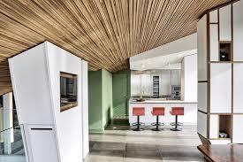 rivestimento listelli legno 8 idee per il soffitto di casa hellohome it