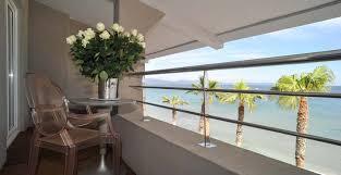 hotel de charme avec dans la chambre hôtel vue mer var et restaurant proche du port de hyères 83