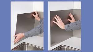 poser une cuisine poser une crédence de cuisine en aluminium