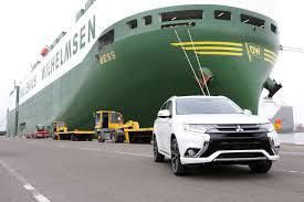 mitsubishi crossover 2016 mitsubishi launching outlander phev in new york third crossover