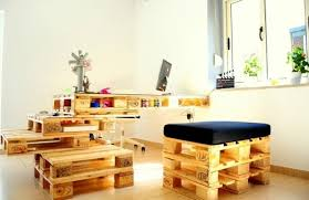 fabriquer un bureau avec des palettes bureau en palette modèles diy et tutoriel pour le fabriquer soi même
