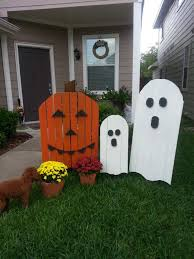 halloween decorations made at home 22 superb halloween decorations using pallet wood wooden pumpkins
