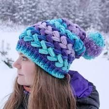 modelos modernos para gorras tejidas con diseños y patrones de gorros tejidos a crochet para mujer tejidos