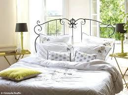 chambre fer forgé lit fer forge blanc un lit a baldaquin en fer forgac blanc pour