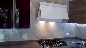 piastrelle cucine come fare un rivestimento cucina senza piastrelle con la pietra