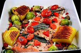 cuisiner pavé de saumon au four recette de filet de saumon au four légumes sautés