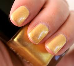 chanel gold fingers le vernis nail lacquer review photos swatches