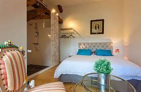 tour de chambre la tour charlemagne guest room château chalon jura room l