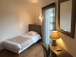 hotel chambre l hôtel 3 etoiles donnant sur le port du croisic sur la presqu il de