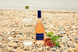 4 fancy ways to drink rosé coveteur