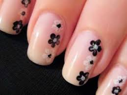 simple and easy flower nail art design suitable for beginners