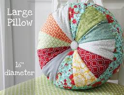 When Can A Baby Have A Pillow And Duvet Best 25 Round Pillow Ideas On Pinterest Quilt Pillow Costura