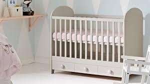 ikea bébé chambre ikea chambre bébé enfant lit évolutif linge de lit coussins