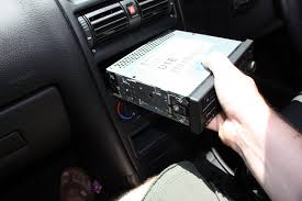 remove a blaupunkt 520 car stereo head unit from a 2005 astra