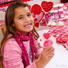 Valentine S Day Decoration Ideas For The Classroom by Valentines Day Classroom Cupcake Decorating Idea Valentines Day