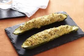 comment cuisiner les courgettes au four recette de courgettes farcies aux légumes et au bacon facile et rapide