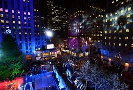 rockefeller center tree lights up city ny daily news