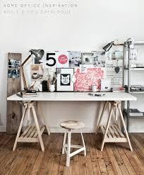 planche de bureau bricolage un bureau avec une planche et 2 tréteaux tréteaux