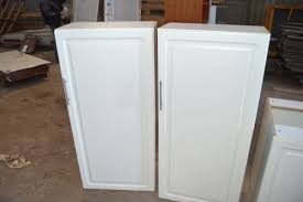 kitchen cabinets 3 x base cabinets white front 50 cm wide grip