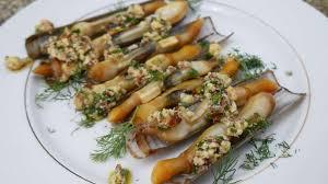cuisiner des couteaux couteaux grillés aux noisettes et aux herbes recette par turbigo