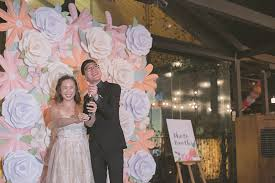 wedding backdrop singapore audrie and eugene s pretty pastel and gold nosh wedding