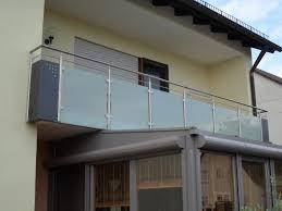 balkon glasscheiben balkongelaender auburger balkongeländer mit glasfüllungen