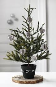 30 unique tree stand decoration ideas