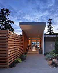 Modern Backyard Fence by Best 25 Modern Fencing And Gates Ideas On Pinterest Cedar Fence