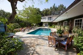 Calabasas Ca Celebrity Homes by Scenic Celebrity Houses In La With Swimming Pool Design Feats