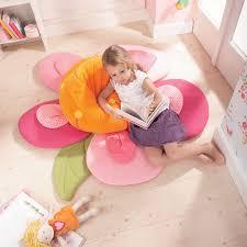 pouf chambre fille des jouets et des jeux pour la chambre d enfant pouf petit oiseau