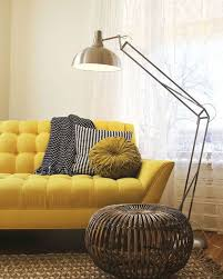 canapé jaune moutarde fauteuil jaune la couleur intemporelle et tendance