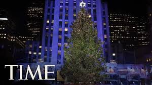 time lapse the rockefeller tree rises and lights time