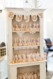 creative wedding favors 10 creative wedding favor display ideas weddingwire