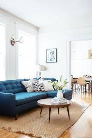 canap bleu roi table basse gigogne inspiration scandinave bois tapis canape bleu